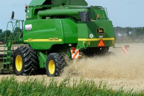 Clean the Combine to Stop Spread of Herbicide Resistant Weeds